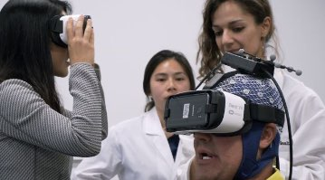 medical students with virtual reality training